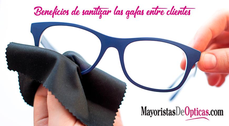 Beneficios de Sanitizar las Gafas entre Clientes